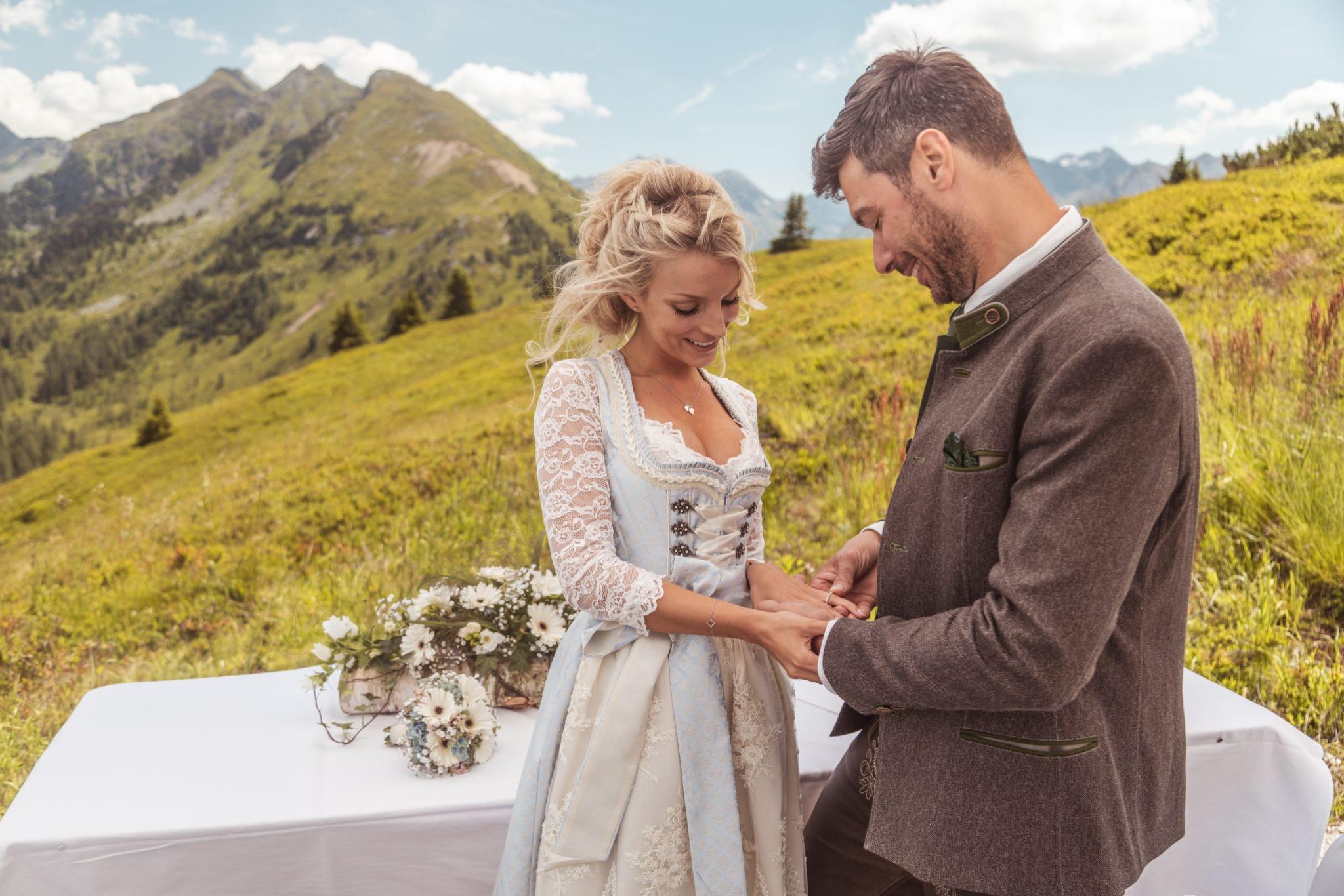 Heiraten Auf Der Alm Steiermark Standesamtliche Trauung Am Berg